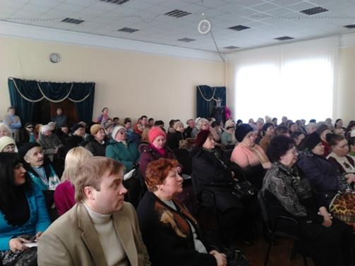 Актовий зал Київського УВП № 3 УТОС під час урочистостей до Міжнародного жіночого дня.