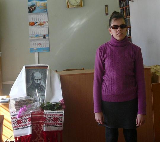 Дарина Воропай читаe власний вiрш (16.03.2014)