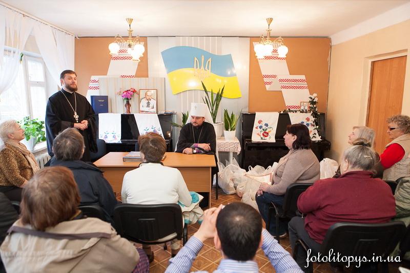 Духовенство Української Православної Церкви передало незрячим столиці соціальну допомогу (09.04.2014)