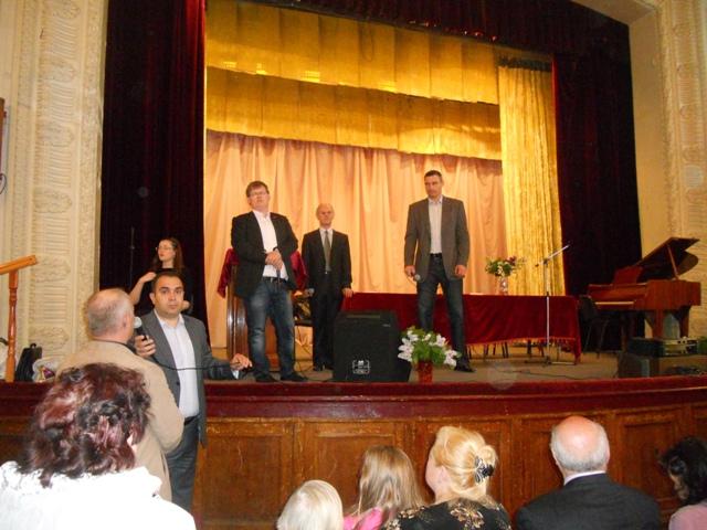 Фотографія Віталія Кличка на сцені будинку культури Батюка (08.05.2014)